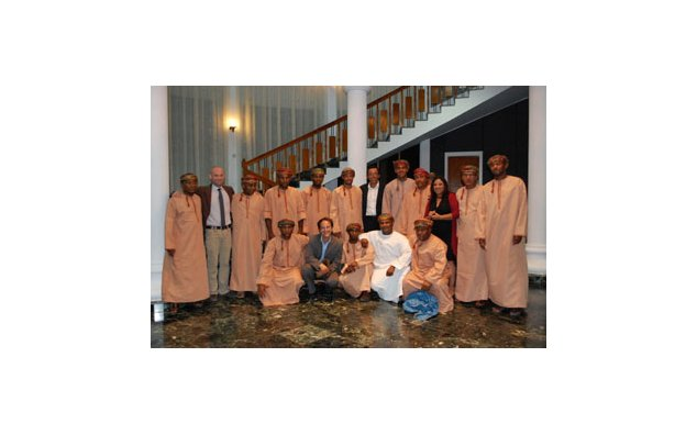 The Omani traditional musical band with the team of the Service for Cooperation and Cultural Action.